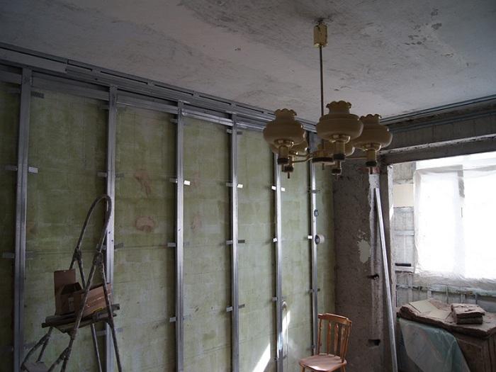 Утепляем стену в угловой комнате