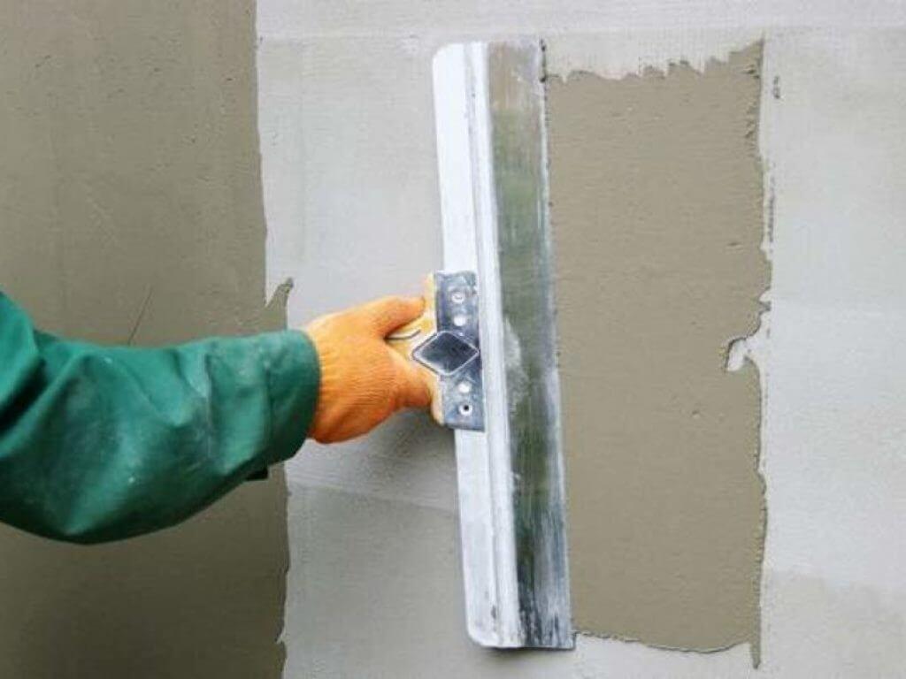 Выравнивание стен с помощью штукатурки