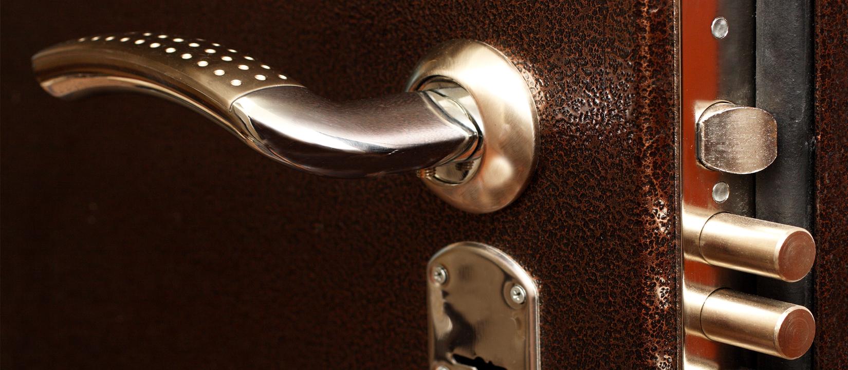 Входная дверь: выбор стильных ручек